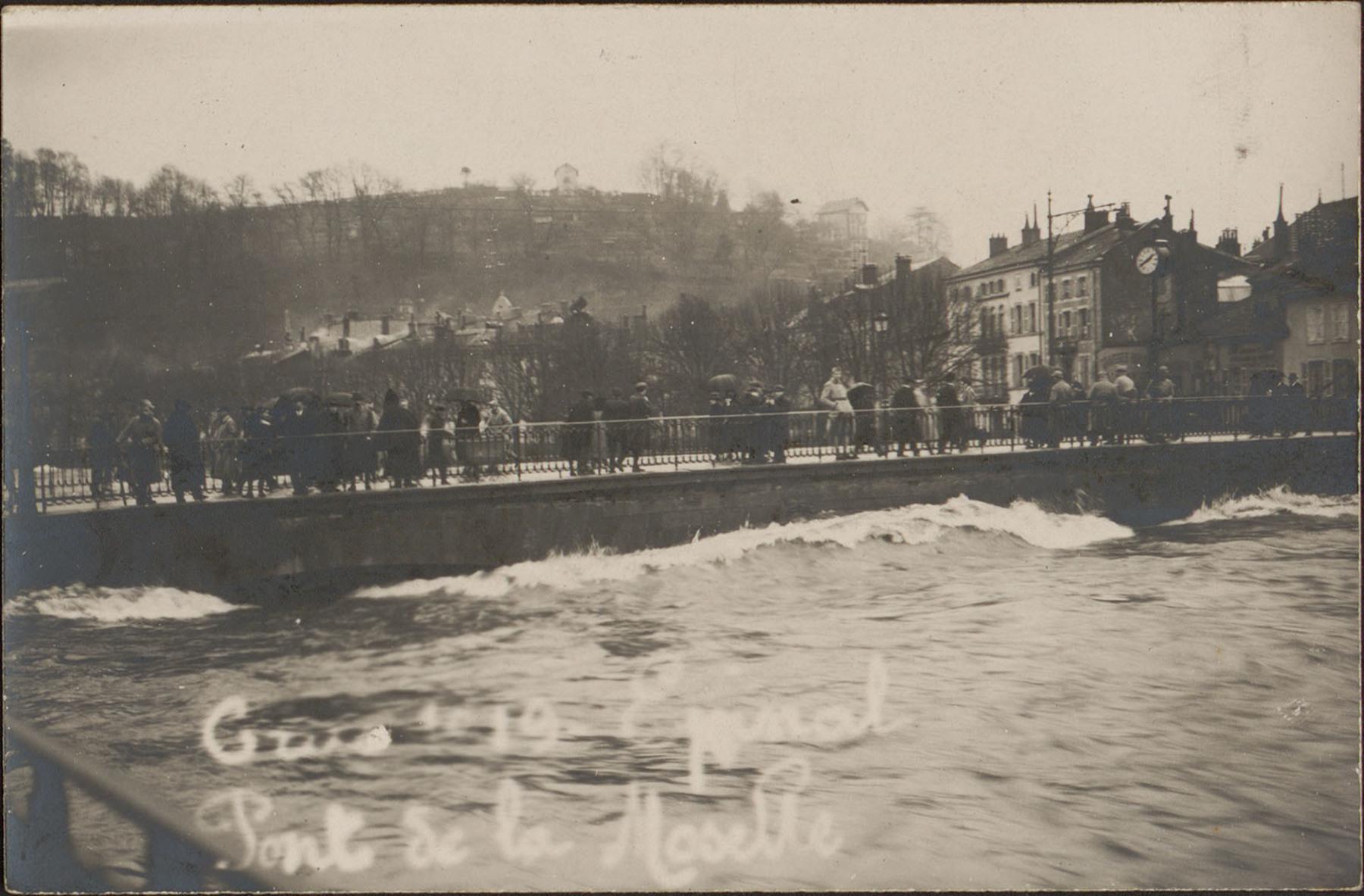 Contenu du Crue 1919, Épinal, Pont de la Moselle