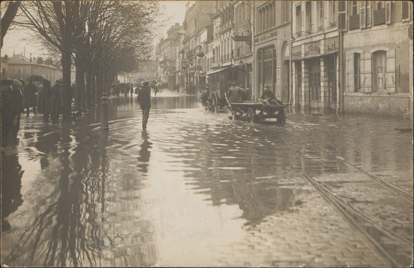Contenu du Cent ans après les terribles inondations de décembre 1919 et janvier 1920, le passé éclaire l'avenir.