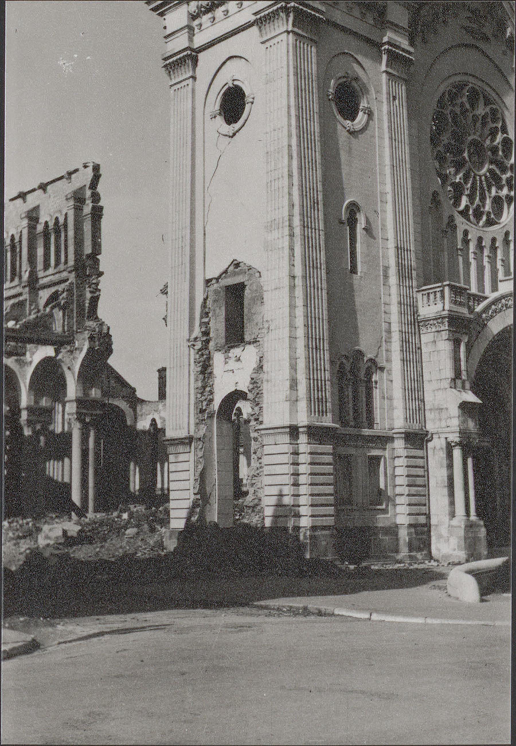 Contenu du L'église Notre-Dame après les bombardements de 1944