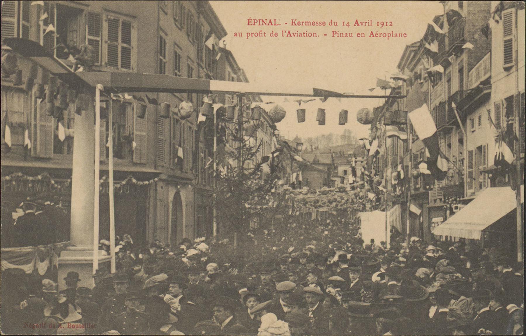Contenu du Épinal, Kermesse du 14 Avril 1912 au profit de l'Aviation, Pinau en aéroplane