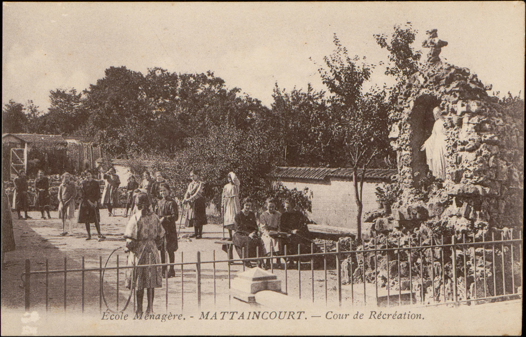 Contenu du École Ménagère, Mattaincourt