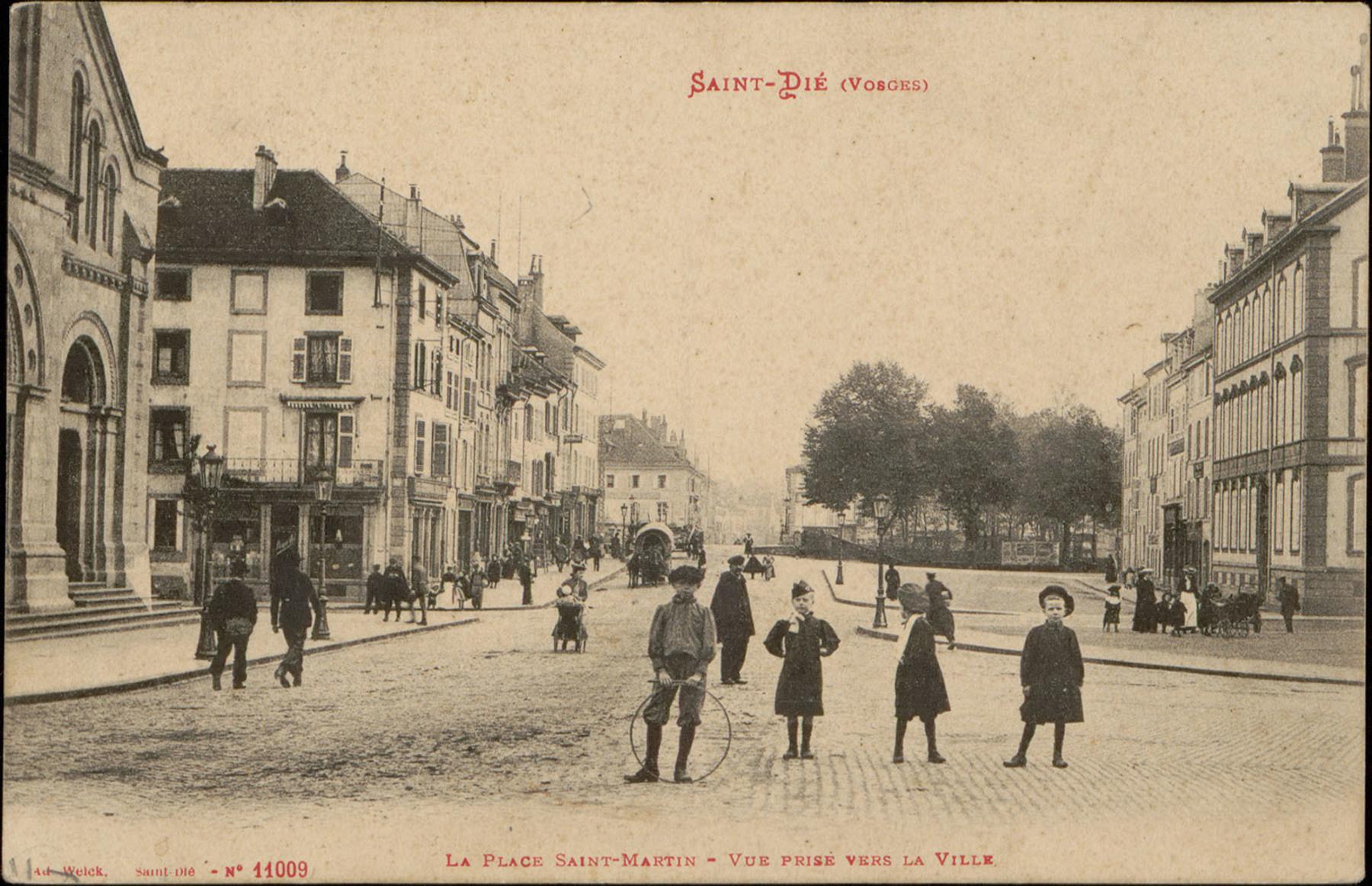 Contenu du Saint-Dié (Vosges), La Place Saint-Martin, Vue prise vers la ville