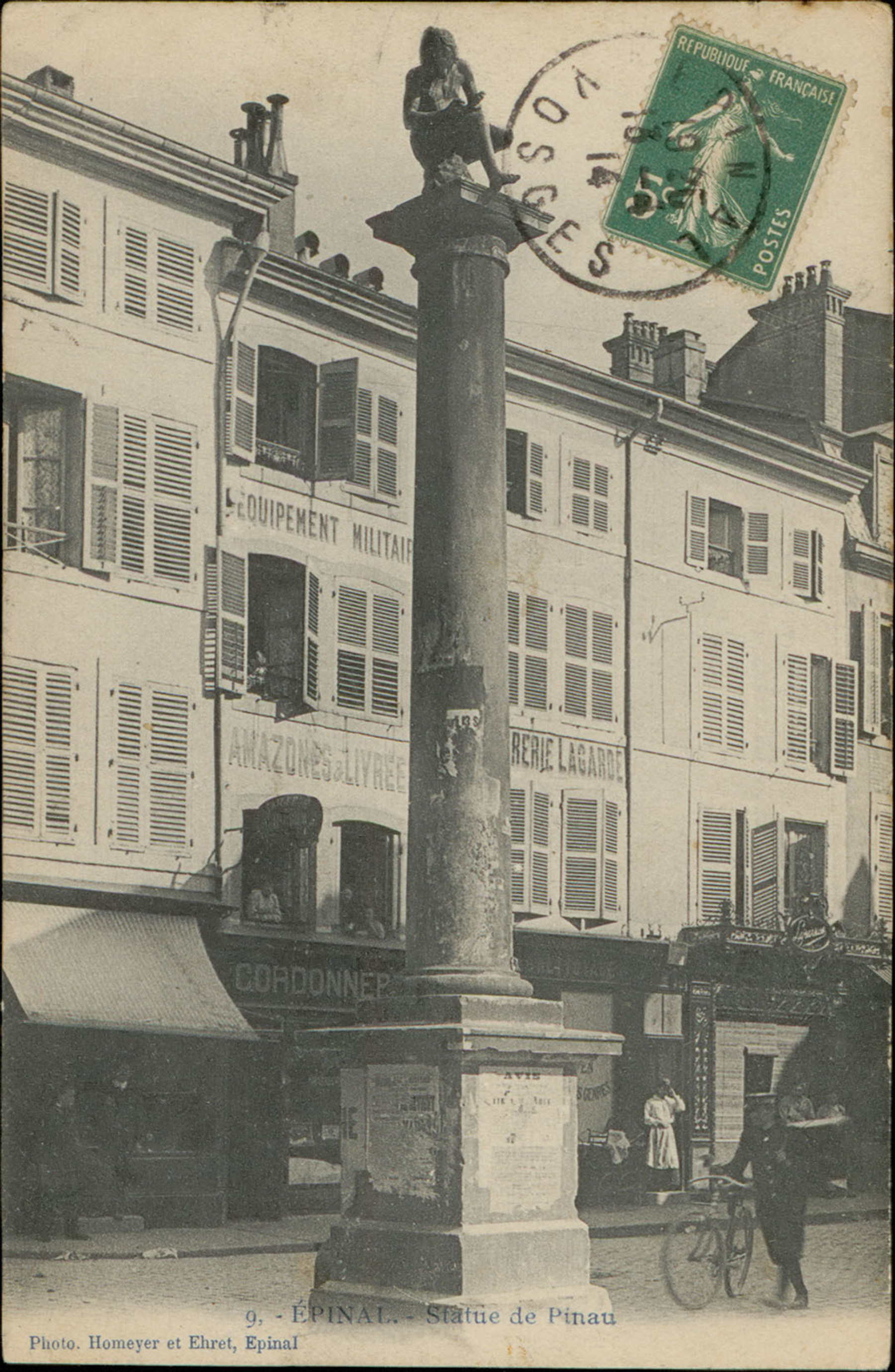 Contenu du Epinal, Statue de Pinau