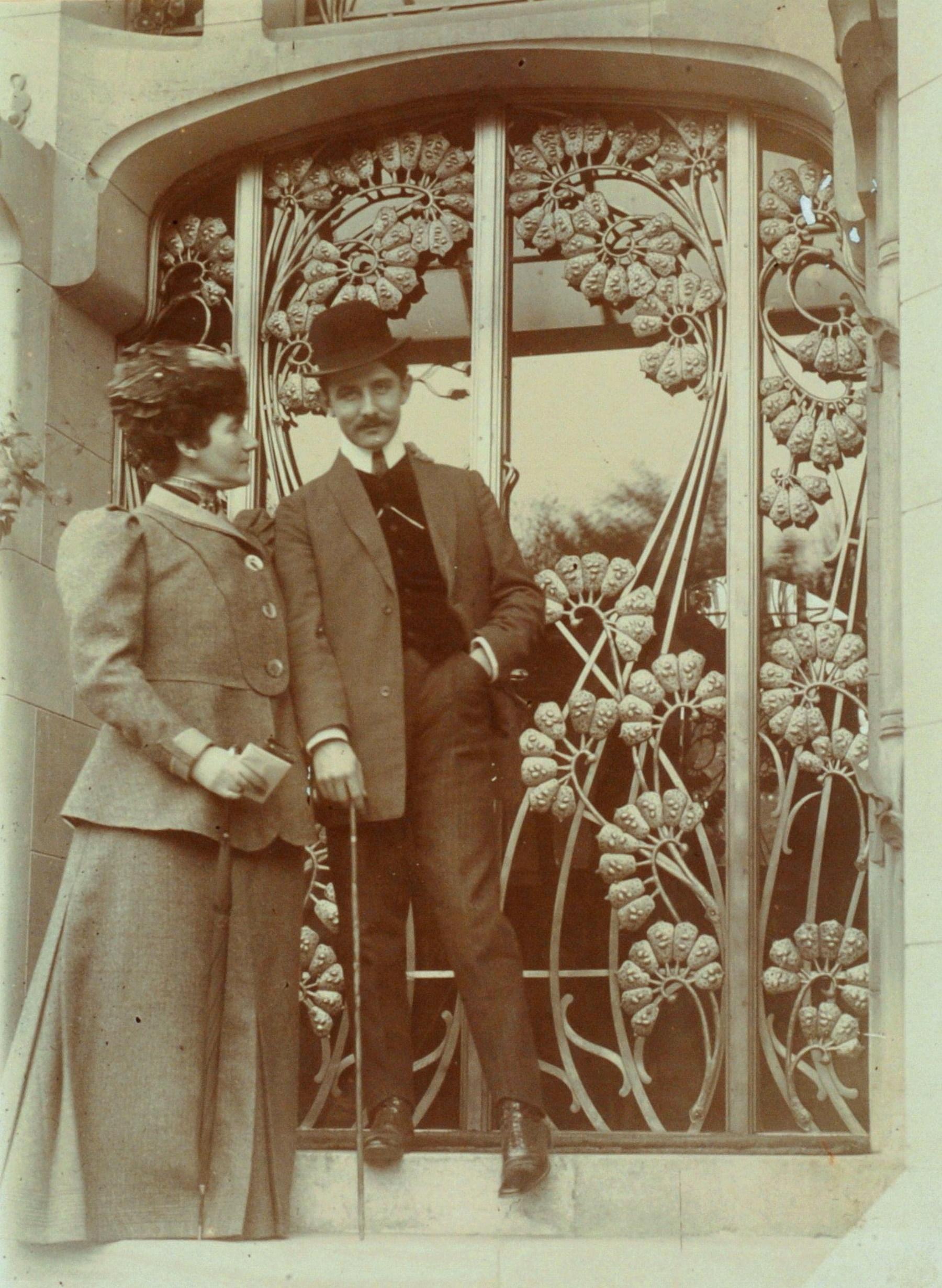 Contenu du Jane et Jacques Majorelle sur le perron de la Villa Majorelle
